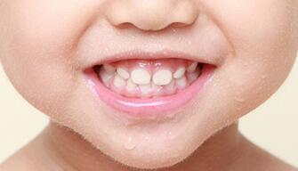 没有对比就没有伤害,好好的小牙牙怎么就变黑了?!1.jpg