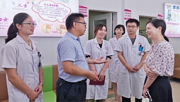 2020年7月10日宜丰县政府副县长刘友亮、妇联主席蔡燕察看VIP健康体检中心.jpg